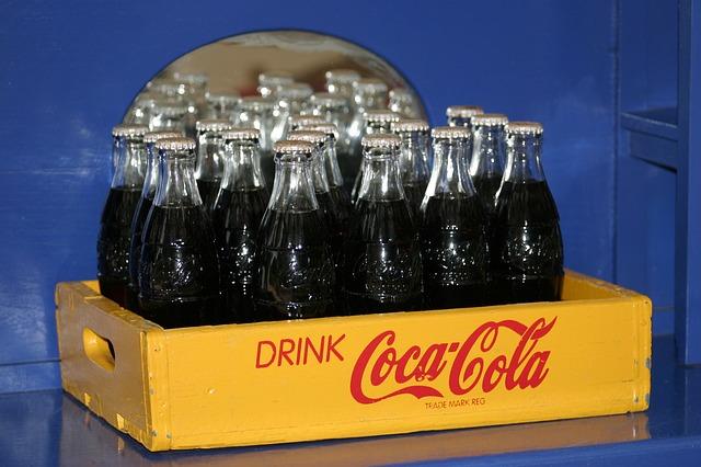 Badania wykazują, żebutelka Coca-Coli jest najbardziej kultowym opakowaniem